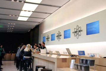 apple-store-sf-070830-1.gif